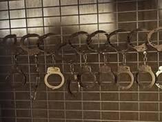auf_handcufffence